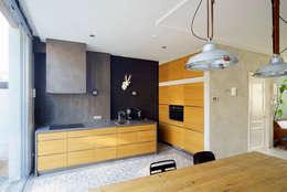 Uitgerekt Huis: moderne Keuken door Ruud Visser Architecten