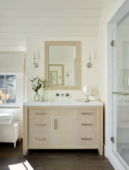 The Grange: classic Bathroom by Feldman Architecture