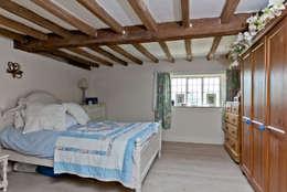 Dormitorios de estilo rústico por Orchestrate Design and Build Ltd.