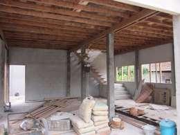 บ้านพักอาศัย 2 ชั้น ครึ่งปูนครึ่งไม้:   by BSC Construction