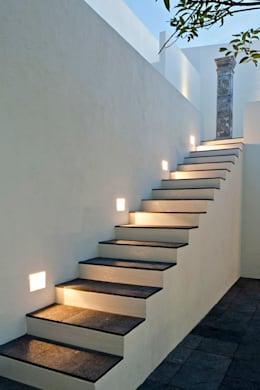 Iluminación Exterior: Jardines de estilo minimalista por Angelo Luz + Diseño