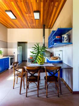 Cocinas de estilo  por ISLA ARQUITETURA, INTERIORES E DESIGN
