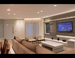 Living 2: Salas de estar modernas por MONICA SPADA DURANTE ARQUITETURA