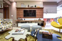 غرفة المعيشة تنفيذ Amanda Pinheiro Design de interiores