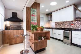 廚房 by Amanda Pinheiro Design de interiores