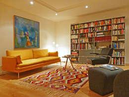 moderne Woonkamer door Kiran Kelim & Teppich Kunst
