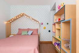 Cuartos infantiles de estilo moderno por Projeto Bem Bolado
