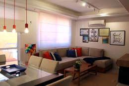 Projekty,  Salon zaprojektowane przez Projeto Bem Bolado