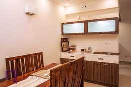 Crockery Unit: modern Kitchen by Asense
