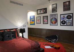 Dormitorios de estilo moderno de Spacio