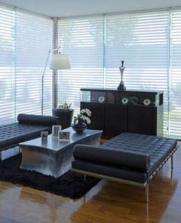 Residencia Valle Real: Salas de estilo moderno por Spacio