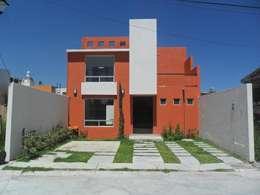 FACHADA PRINCIPAL: Casas de estilo moderno por Rueda Arquitectura y Bienes Raíces
