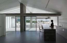 2階LDK: 森裕建築設計事務所が手掛けたリビングです。