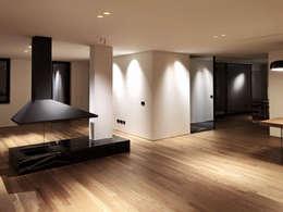Salas de estar minimalistas por SPAZIO|23 ARCHITECTURE&ENGINEERING