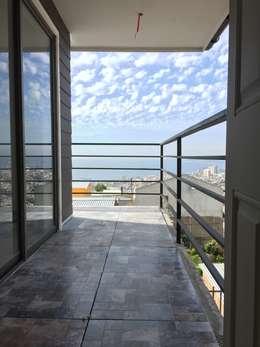 Hiên, sân thượng by Rodrigo Chávez Arquitecto