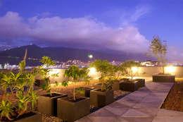 Edificio Logic 2: Jardines de estilo moderno por MRV ARQUITECTOS