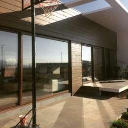 vista terraza: Casas de estilo mediterraneo por Vinci studio