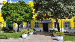 Fachada Principal: Habitações  por Vitor Gil, Unip, Lda