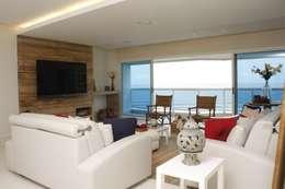 Salas / recibidores de estilo moderno por LX Arquitetura