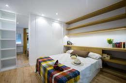 Habitaciones de estilo moderno por Irrazábal |studio|
