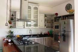 rustic Kitchen by Barros e Zanolini Arquitetura e construção