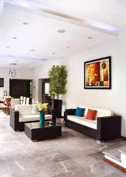 Remodelación Casa-Habitación 850m2: Salas de estilo moderno por GHT EcoArquitectos