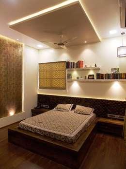 MASTER BEDROOM: modern Bedroom by J SQUARE - Architectural Studio