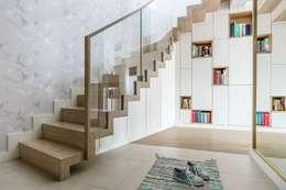 Ingresso, Corridoio & Scale in stile in stile Scandinavo di Saje Architekci Joanna Morkowska-Saj