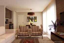 Salas / recibidores de estilo moderno por Angelica Hoffmann Arquitetura e Interiores