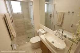 Exuberance Butantã: Banheiros modernos por Angelica Hoffmann Arquitetura e Interiores