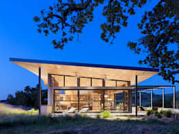 Caterpillar House: modern Houses by Feldman Architecture