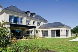 IMPECABLEMENTE CLASICA: Casas de estilo clásico por LLACAY arquitectos