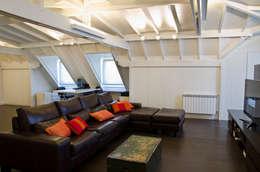 IMPECABLEMENTE CLASICA: Salas multimedia de estilo clásico por LLACAY arquitectos