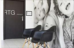 Dentysta Rodzinny, EL-RAD poczekalnia: styl , w kategorii Kliniki zaprojektowany przez STUDIO 180°