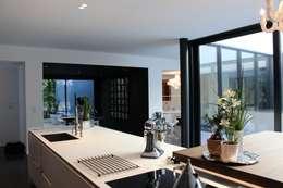 minimalistic Kitchen by AM architecture