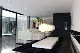 minimalistic Dining room by AM architecture
