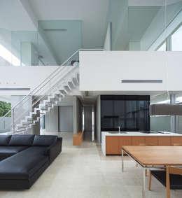 KS-house: 森裕建築設計事務所 / Mori Architect Officeが手掛けたリビングです。