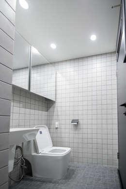 modern Bathroom by ARA