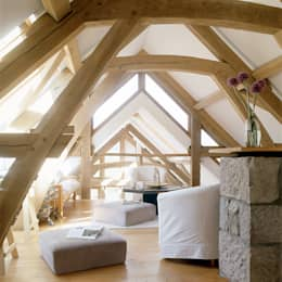 Salones de estilo rústico de Retool architecture