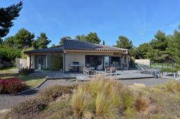 Réinvention Maison / La Cadière d'Azur: Maisons de style de style Méditerranéen par Atelier Jean GOUZY