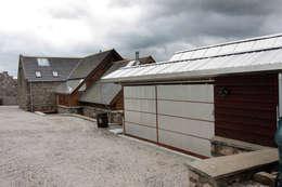 Garajes de estilo rural por Retool architecture