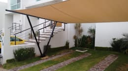 Garajes y galpones de estilo moderno por 3C Arquitectos S.A. de C.V.