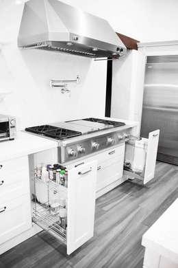 : Cocinas de estilo clásico por ARTE CUCINE/ PEDINI SAN ANGEL