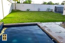 VILLA HACIENDA DE LA ESPERANZA: Jardines de estilo minimalista por Arq. Beatriz Gómez G.