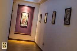 Pasillos y recibidores de estilo  por Arq. Beatriz Gómez G.