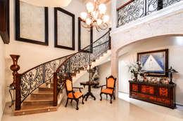 Escalera: Pasillos y recibidores de estilo  por CORTéS Arquitectos