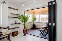 징크와 인조석의 조화로 모던한 고급전원주택: 꿈애하우징의  베란다