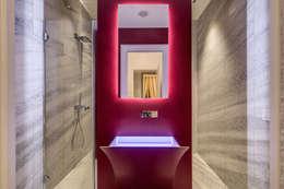 GERMANICO : Bagno in stile in stile Moderno di MOB ARCHITECTS
