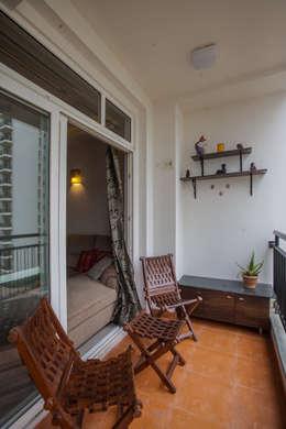 3 BHK partement :  Balconies, verandas & terraces  by In Built Concepts