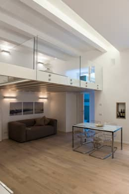 غرفة المعيشة تنفيذ STUDIO ACRIVOULIS      Architettra + Interior Design